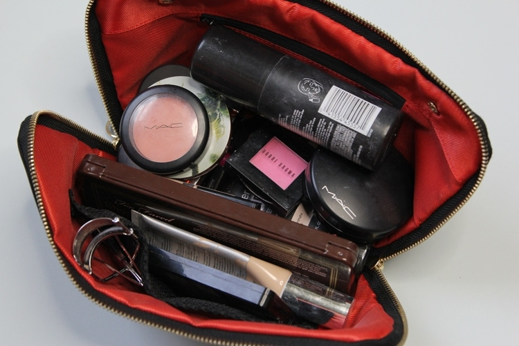 kusshi-makeup-bag