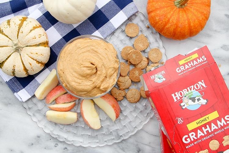 Horizon Organic snack grahams pair perfectly with this pumpkin cheesecake dip!