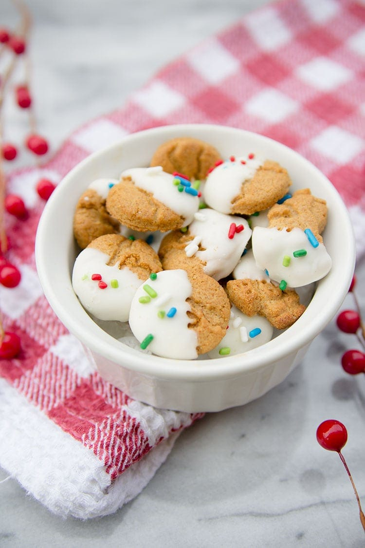 White chocolate covered grahams - a fun, kid-friendly treat for Christmas!