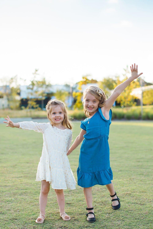 pose ideas for family photos