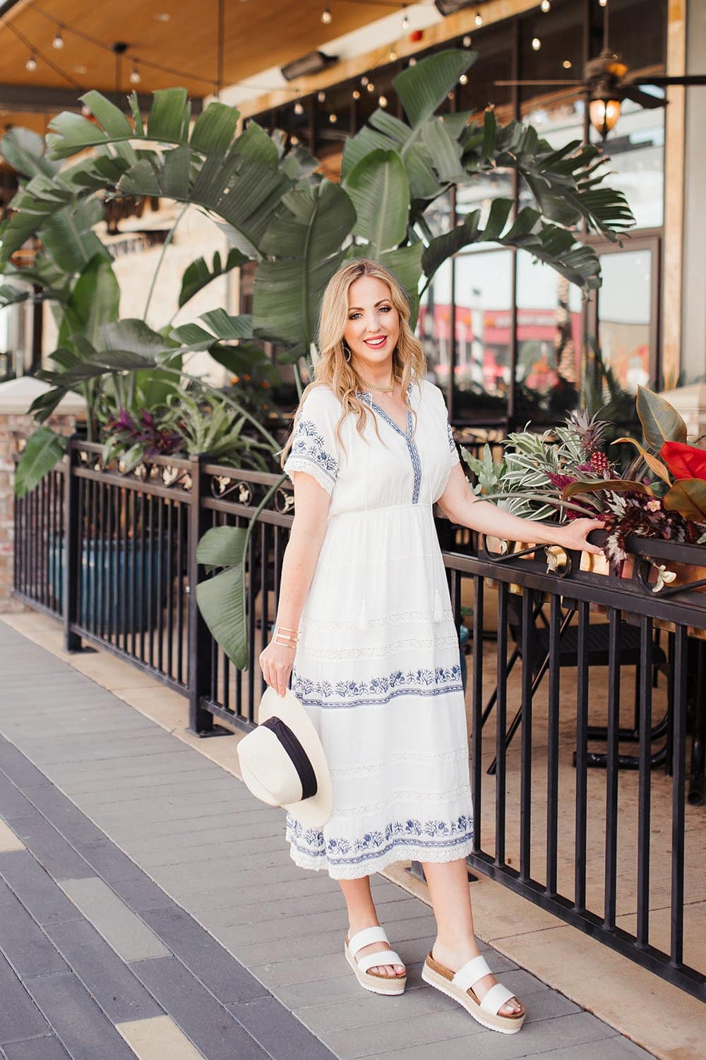 Houston lifestyle blogger Meg O. on the Go shares 3 perfect outfits for summer - this embroidered dress from Evereve is perfect for summer