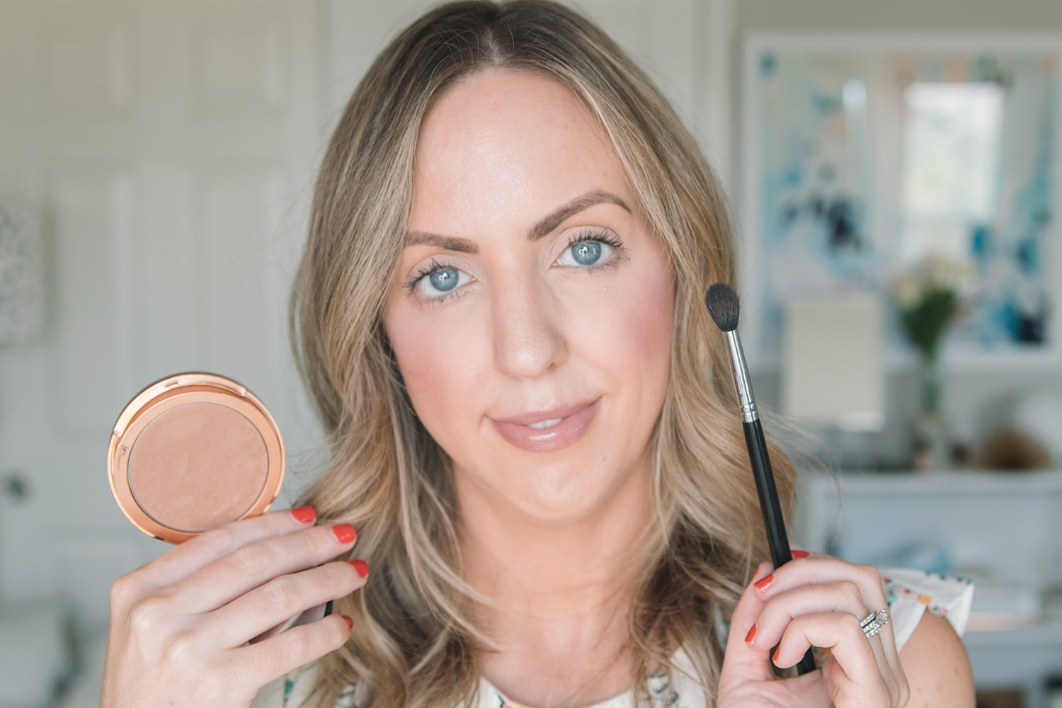 Houston beauty blogger Meg O. on the Go shares how you can use bronzer to achieve gorgeous and natural eye makeup