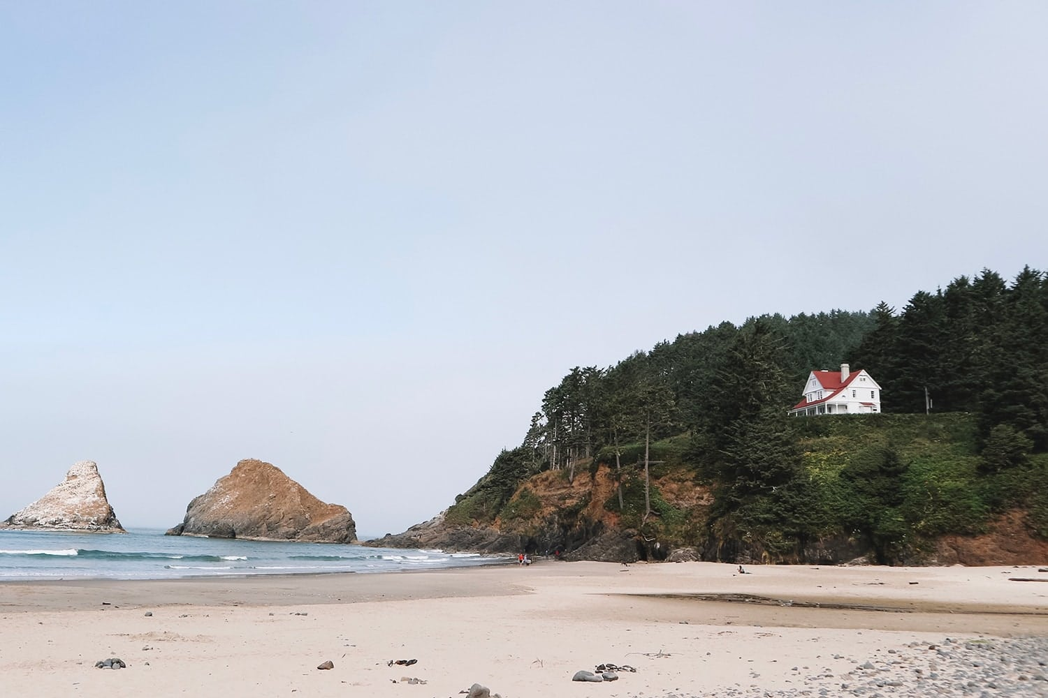 Heceta beach and Lighthouse on the Oregon Coast - Pacific Northwest travel guide by Meg O. on the Go