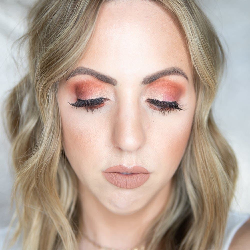 Houston beauty blogger Meg O. on the Go shares a sunset eyeshadow look using the Urban Decay born to run eyeshadow palette