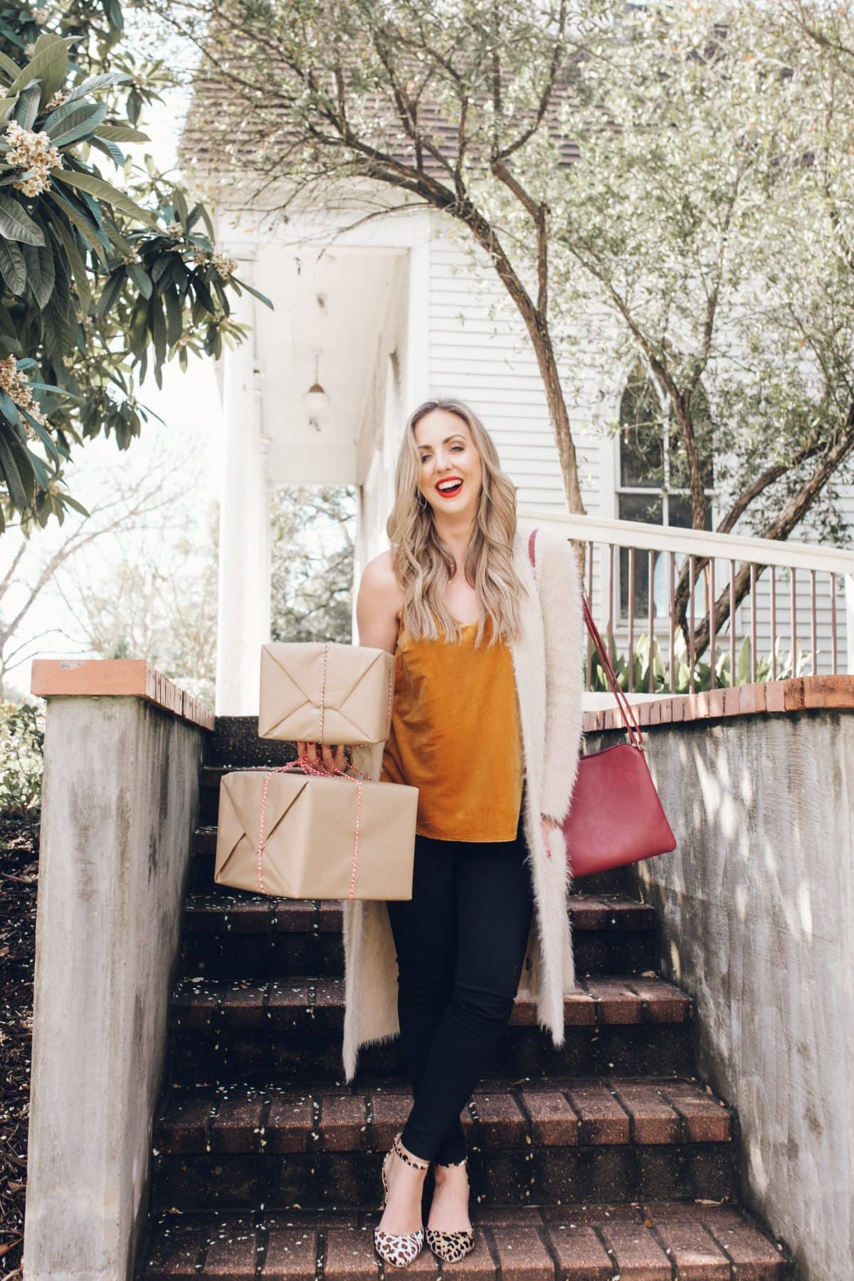 Houston lifestyle blogger Meg O. on the Go shares two Christmas-appropriate outfits for this holiday season from Evereve