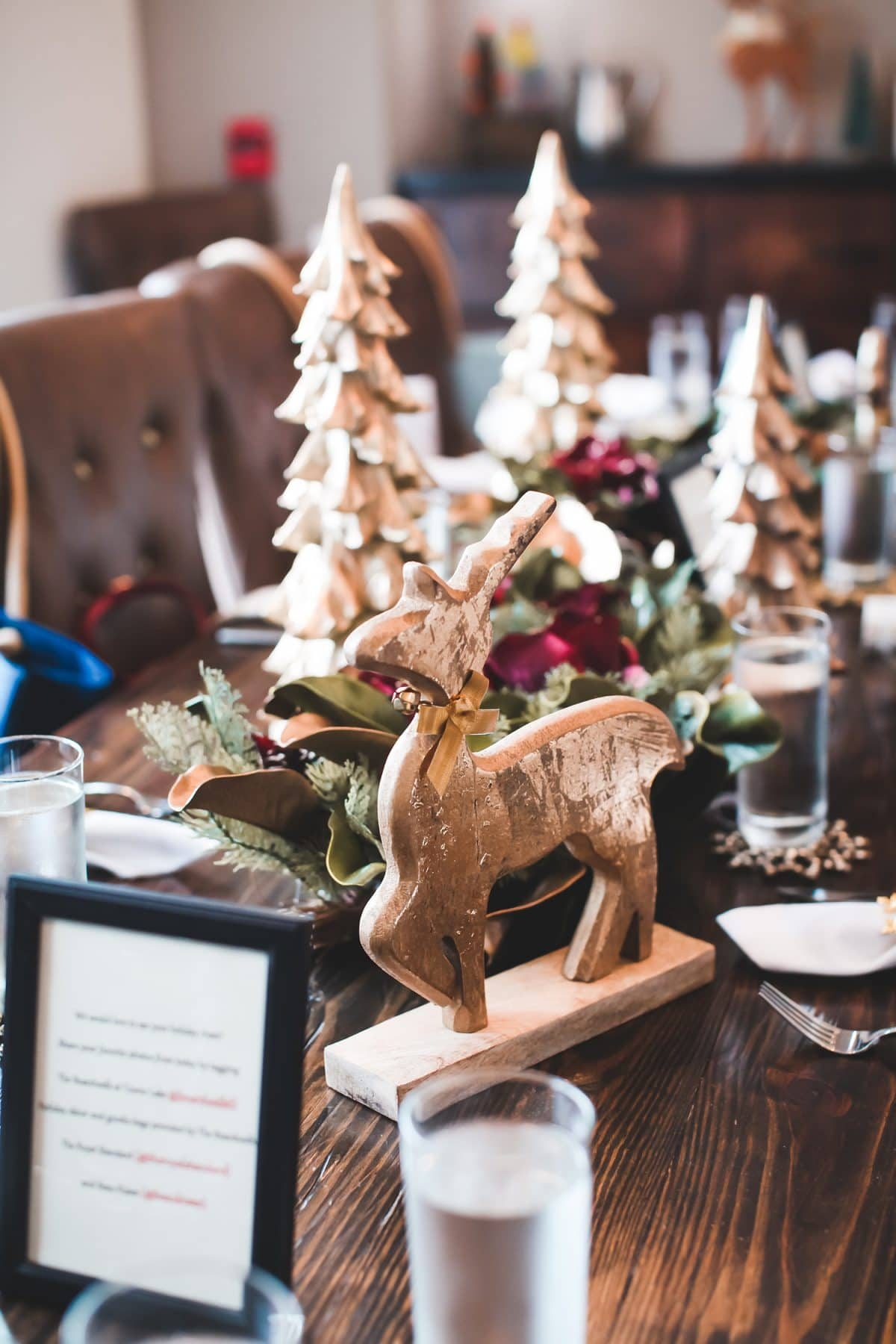 Houston blogger Meg O. on the Go shares a recap of her Houston blogger holiday lunch at Boardwalk Towne Lake in Cypress - holiday table decor by The Royal Standard