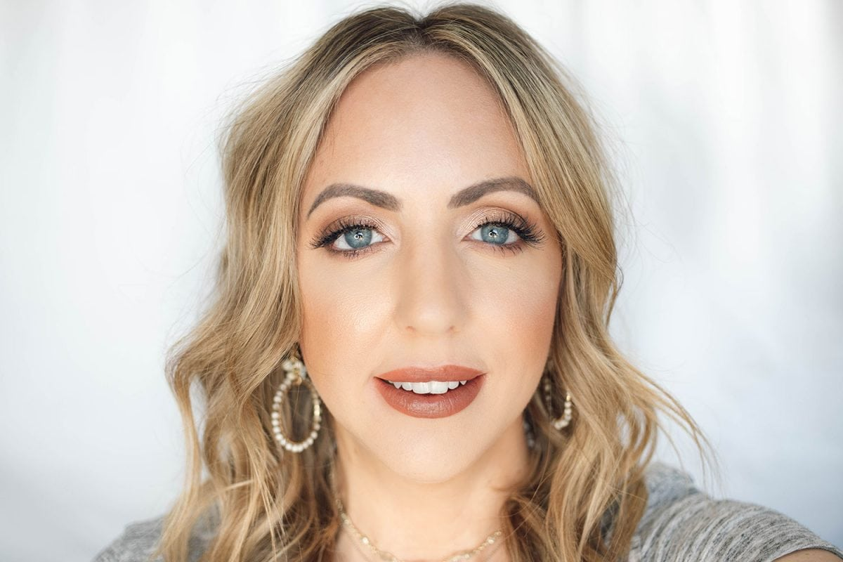 Houston beauty blogger Meg O. on the Go shares the best drugstore lipsticks for fair skin - Almay Lip Vibes Hit Snooze