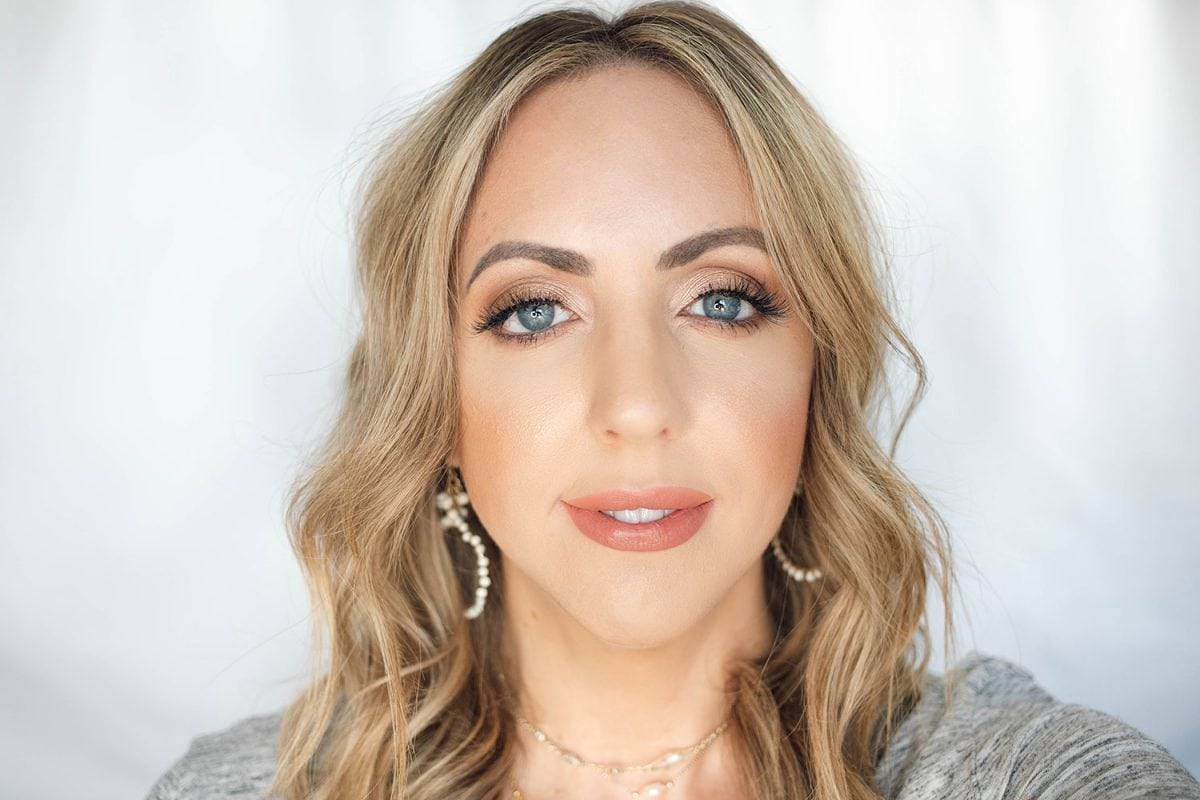 Houston beauty blogger Meg O. on the Go shares the best drugstore lipsticks for fair skin - Pixi Matte Beige