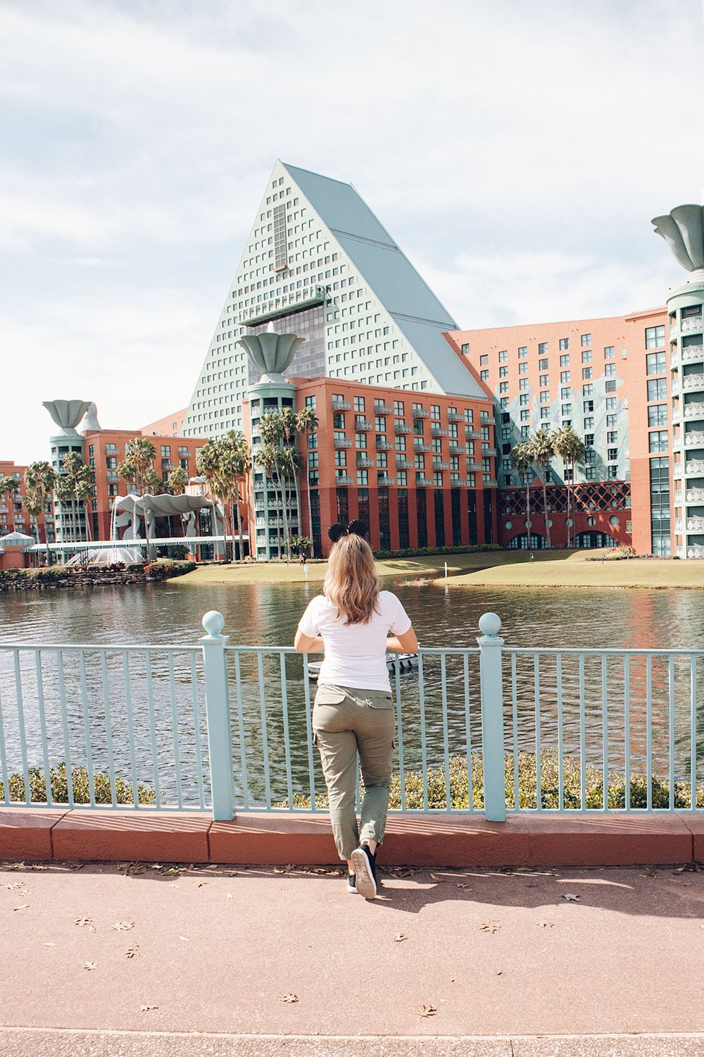 Houston family travel blogger Meg O. shares her experience staying at the Swan and Dolphin Resort in Orlando - benefits of staying at swan and dolphin
