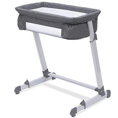 Houston mommy blogger Meg O. shares her newborn essentials 2019 - bedside bassinet